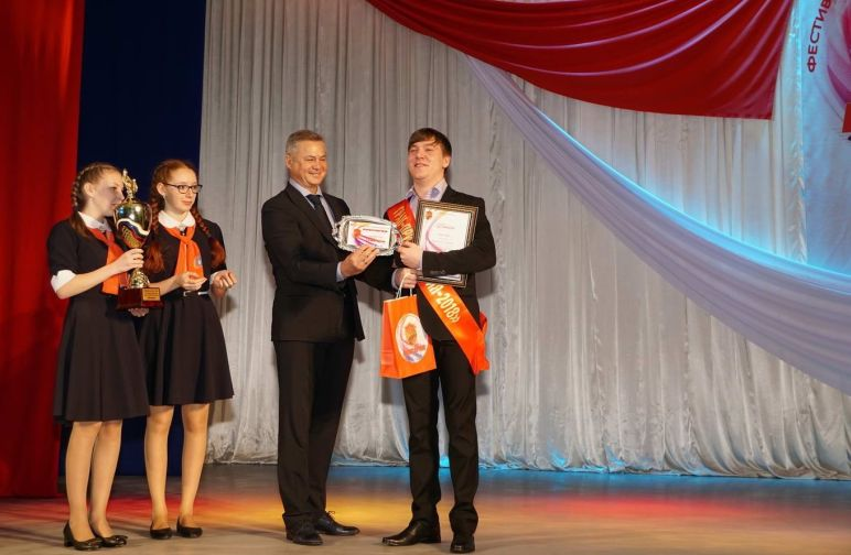 """Победителей фестиваля военно-патриотической песни """"Виктория"""" назвали в Дудинке"""