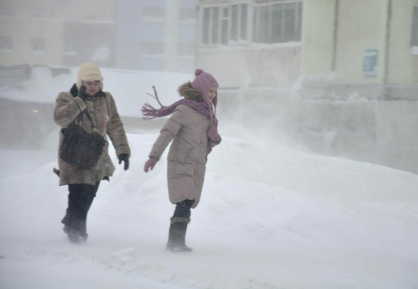 Штормовое предупреждение вторые сутки действует в Норильске