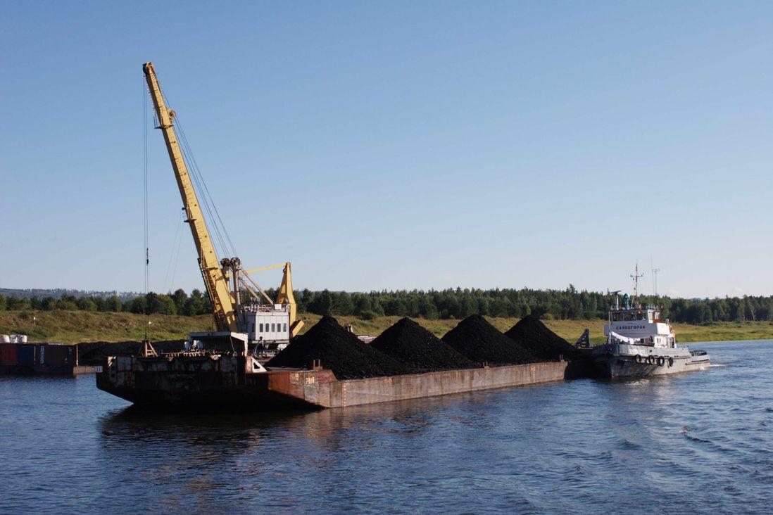 На Таймыр начали доставлять уголь, горючее и керосин