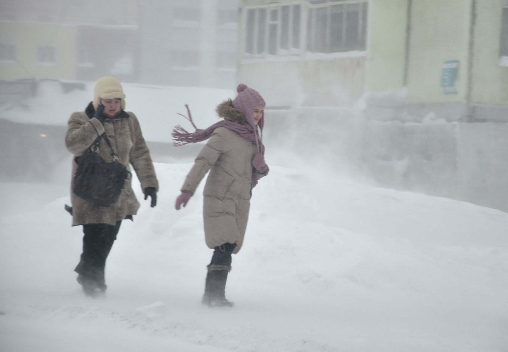 Штормовое предупреждение четвертые сутки действует в Норильске