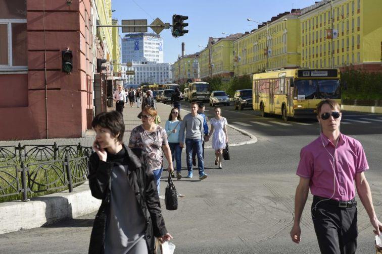 Участок главной улицы Норильска закрыли для движения транспорта