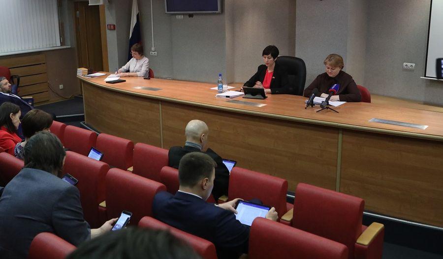 Норильские депутаты хотят увеличить количество специалистов по опеке, попечительству и патронажу