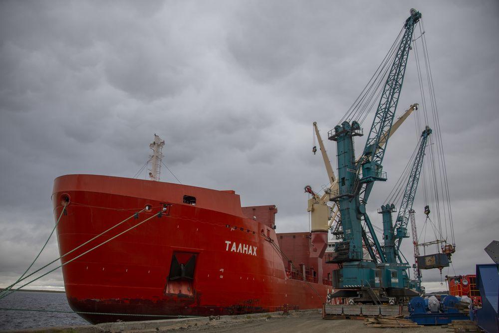 В Дудинском порту реконструируют два морских причала