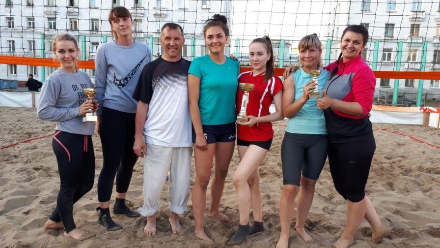 В Норильске прошел первый открытый турнир по пляжному волейболу