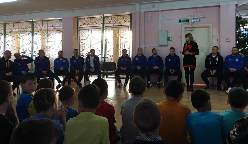 Спортсмены МФК «Норильский никель» исполнили желания воспитанников дудинского детдома