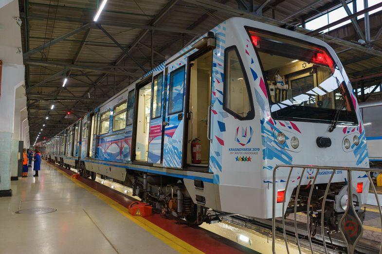 В московском метро запустили тематический поезд Универсиады