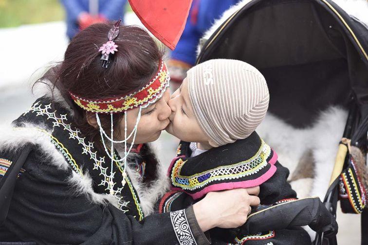 «Увезу тебя явтундру»: Путин позволил кочевникам усыновлять детей