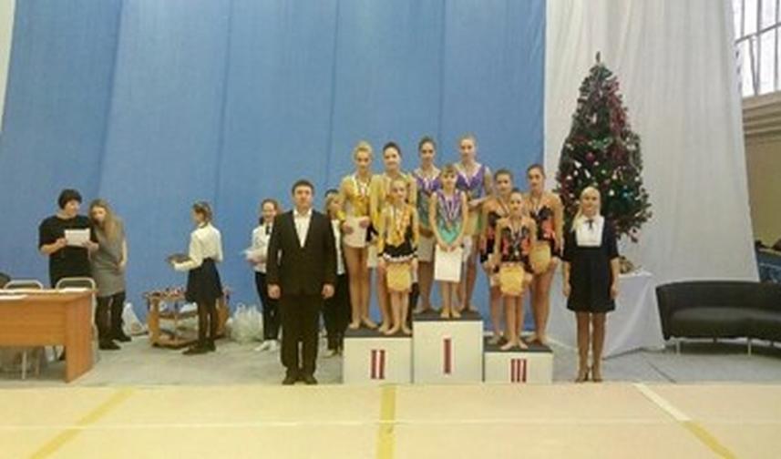 Норильские акробатки вернулись с окружных состязаний с медалями
