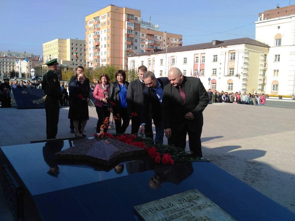 В Норильске вновь зажгли Вечный огонь