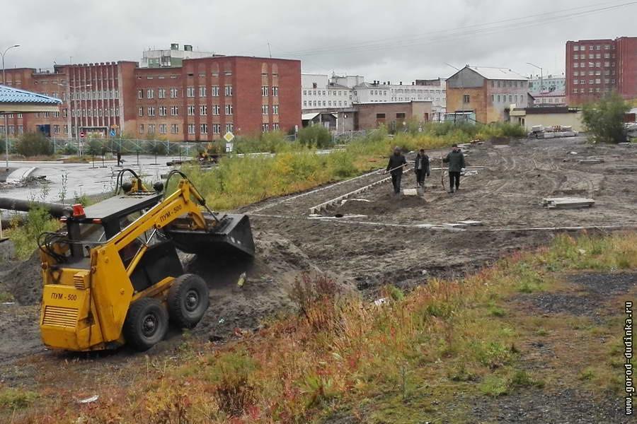 Работы по благоустройству территории Дудинки и объектов городской инфраструктуры движутся по графику