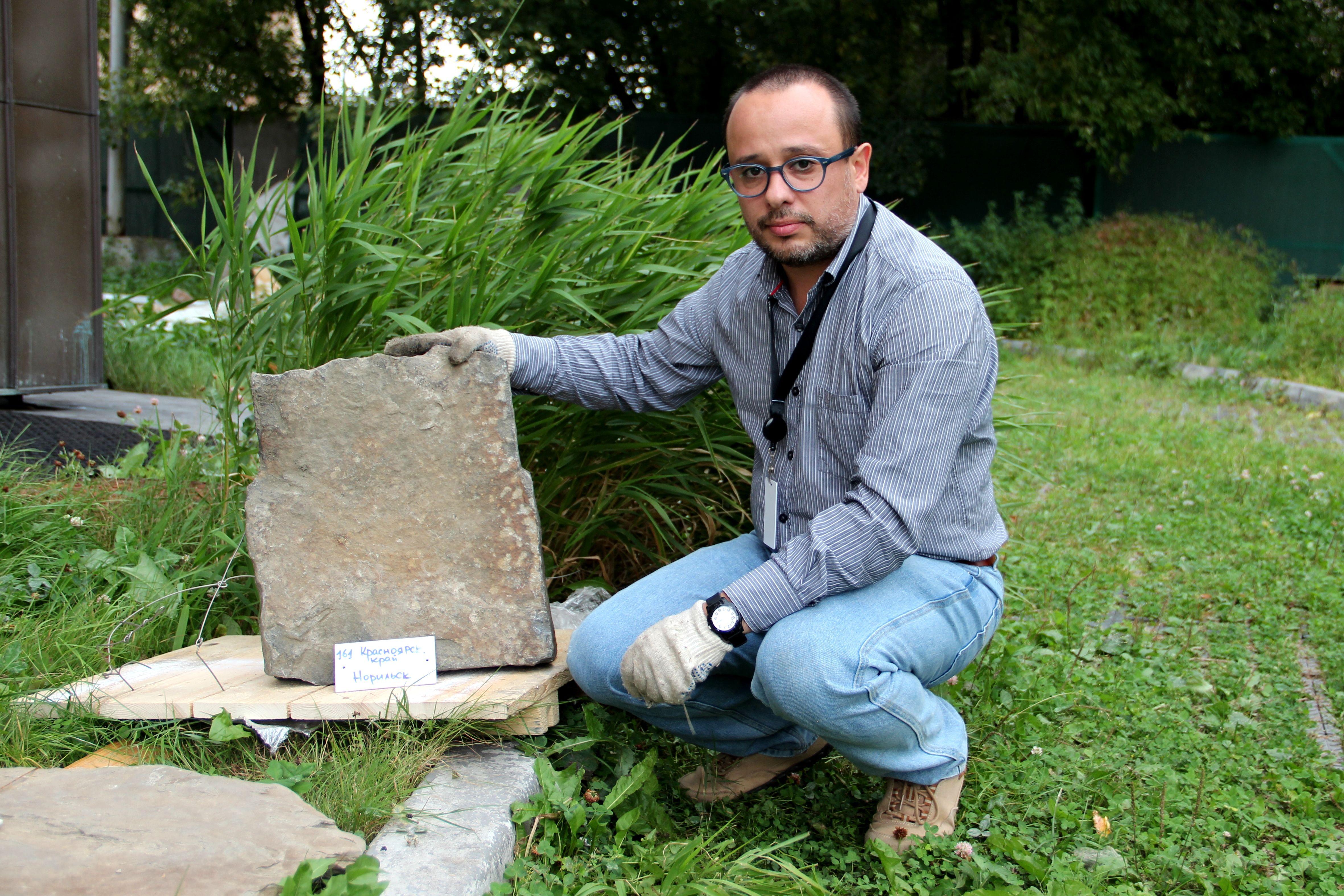 В столицу привезли камни для монумента «Стена скорби»