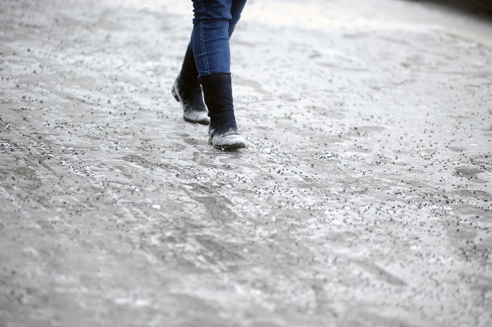 Для посыпки норильских дорог теперь используют мелкую базальтовую крошку
