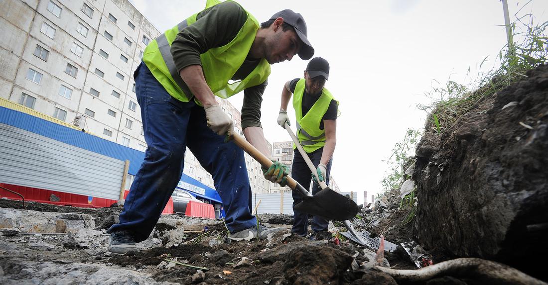 Улицу Талнахскую частично перекрыли – рабочие устраняют провал автодороги