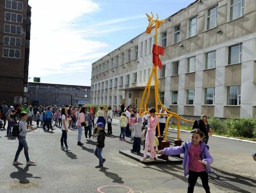 """Новый арт-объект """"Полярный жираф"""" торжественно открыли в Норильске"""