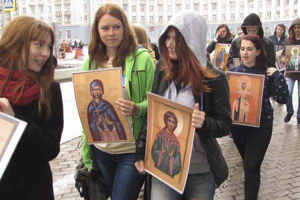 Лики святых пронесли по улицам Норильска