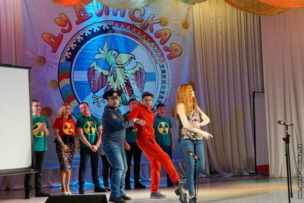 Две команды сразились в финале дудинского фестиваля КВН