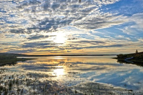 Экспедиционная работа в низовьях реки Пясины успешно выполняется, несмотря на непростые погодные условия