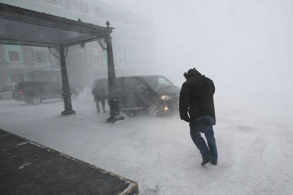Штормовое предупреждение действует в Норильске вторые сутки