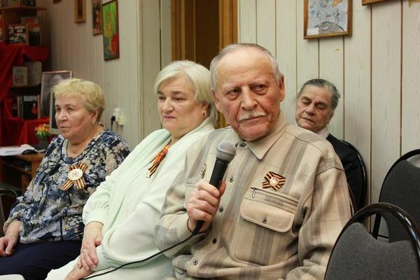 В норильской библиотеке отметили 75-летие снятия блокады Ленинграда и столетие со дня рождения Даниила Гранина.