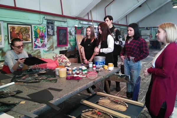 Студенты Норильского колледжа искусств познакомились с миром театрального закулисья