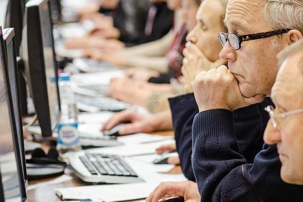 Около 300 жителей края зрелого возраста смогут вернуться к работе после переобучения