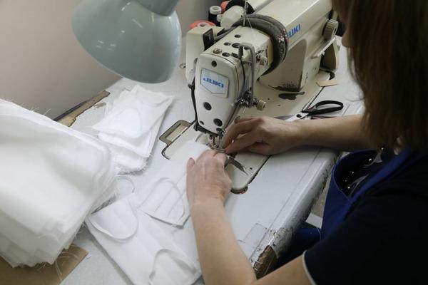 Производство защитных масок запустили в Красноярском крае