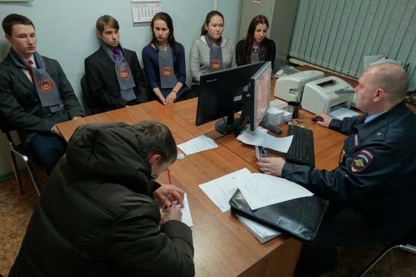 """Учащиеся норильского правового класса присоединились к акции """"Один день с участковым"""""""