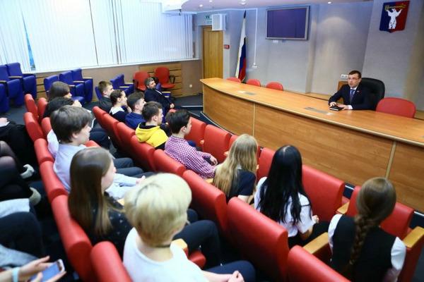 Администрацию Норильска с экскурсией посетили старшеклассники
