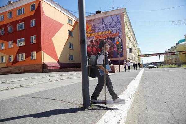В Дудинке на пешеходных переходах появились «Маша и Ваня»