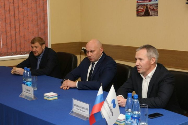 """Директор ЗФ """"Норникеля"""" и руководители газового комплекса компании встретились с трудовыми коллективами"""