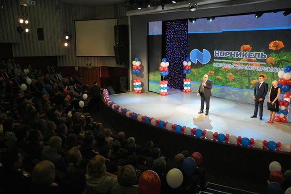 """Более 200 работников """"Норильскникельремонта"""" наградили в честь Дня металлурга и Дня компании"""