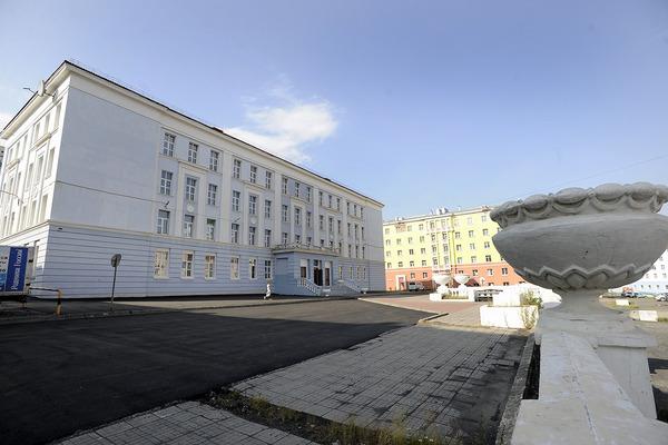 В Норильске заасфальтировали восемь школьных дворов