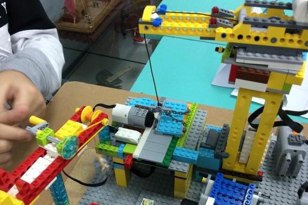 Станция юных техников готовится к проведению отборочного фестиваля по робототехнике