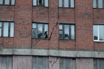 Норильские специалисты определяют состояние здания, которое находится под угрозой обрушения (ФОТО)