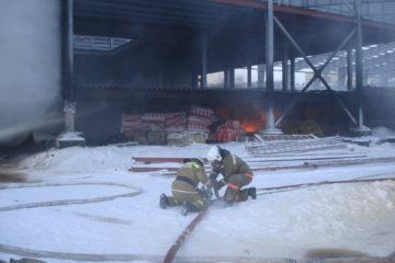 Стала известна предварительная причина возгорания в строящемся здании ледового дворца в Дудинке