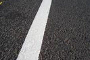 На дудинских дорогах начали обновлять разметку