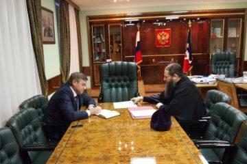Вопросы церковно-государственных отношений обсудили глава Норильска и  епископ Никодим