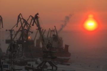 """Заполярный транспортный филиал """"Норникеля"""" начал работать в условиях зимней морской навигации"""