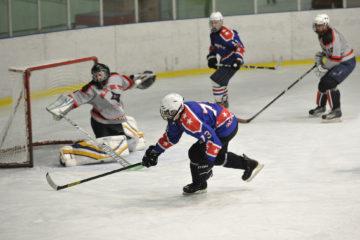 Городской чемпионат по хоккею стартовал в Норильске