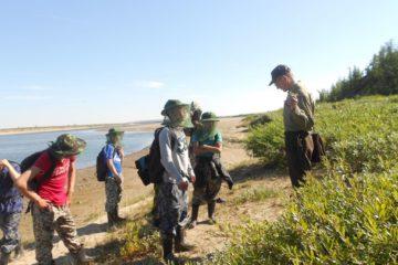 """Воспитанники летнего лагеря """"Экологический десант"""" проходят на лесном острове Ары-Мас курс выживания в дикой природе"""