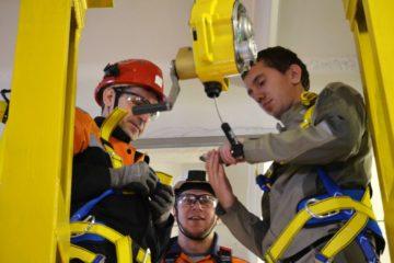 Стенды-тренажеры для обучения навыкам применения средств защиты от падения с высоты установлены на двух промплощадках КГМК