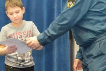 Победителей конкурса рисунков и плакатов, посвященного 25-летию образования МЧС России, наградили в Дудинке