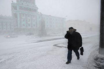 Штормовое предупреждение третьи сутки действует в Норильске