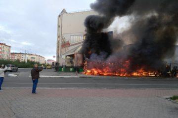 Летнее кафе в самом центре Норильска полностью сгорело утром