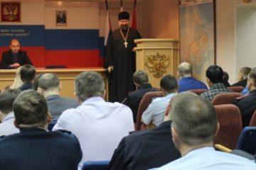Лекцию по профилактике суицидов провел священник для сотрудников таймырской полиции