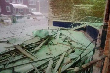 Сильный ветер бушует в Норильске вторые сутки
