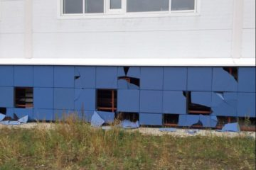 """Вандалы повредили фасад здания ледовой арены """"Таймыр"""""""