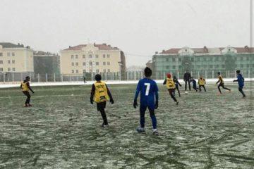 Заключительные игры юношеского первенства Норильска по футболу пройдут днем