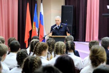 Начальник краевого МВД встретился с учащимися полицейских классов