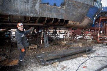 Плавсостав Енисейского речного пароходства подключается к судоремонту